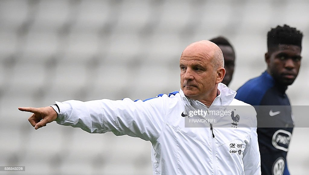 France's assistant coach Guy Stephan gestures during a training session at the Beaujoire Stadium in Nantes, western France, on May 29, 2016, on the eve of the friendly football match against Cameroun as part of the team's preparation for the upcoming Euro 2016 European football championships. / AFP / FRANCK