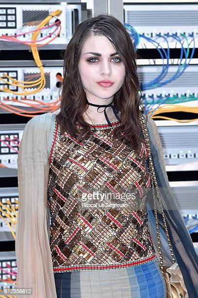 Frances Bean Cobain attends the Chanel show as part of the Paris Fashion Week Womenswear Spring/Summer 2017 on October 4 2016 in Paris France