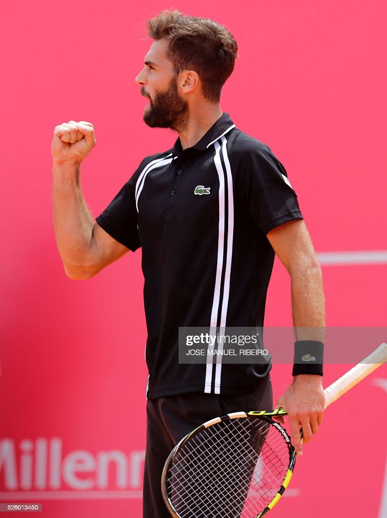 France's Benoit Paire celebrates a point against Spaniard Guillermo Garcia-Lopez during their quarter-final Estoril Open Tennis tournament in Estoril on April 29, 2016. / AFP / JOSE