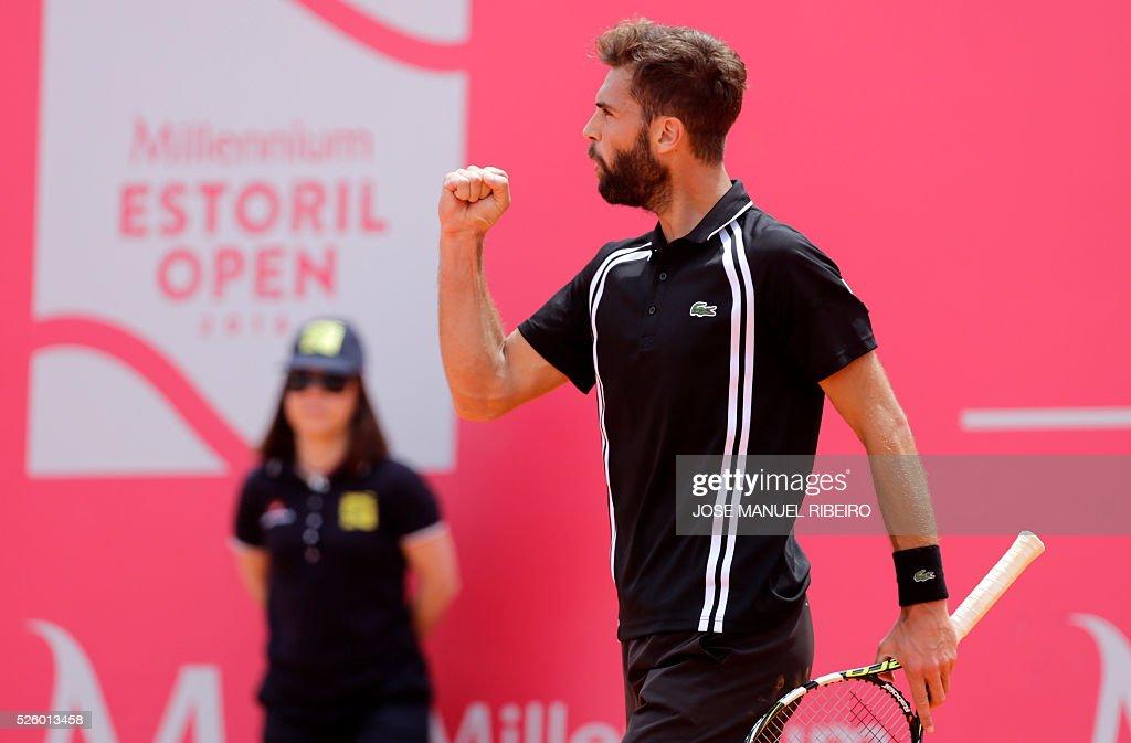 France's Benoit Paire celebrates a point against Spaniard Guillermo Garcia-Lopez during their quarter-final Estoril Open Tennis tournament in Estoril on April 29, 2016. / AFP / JOSE