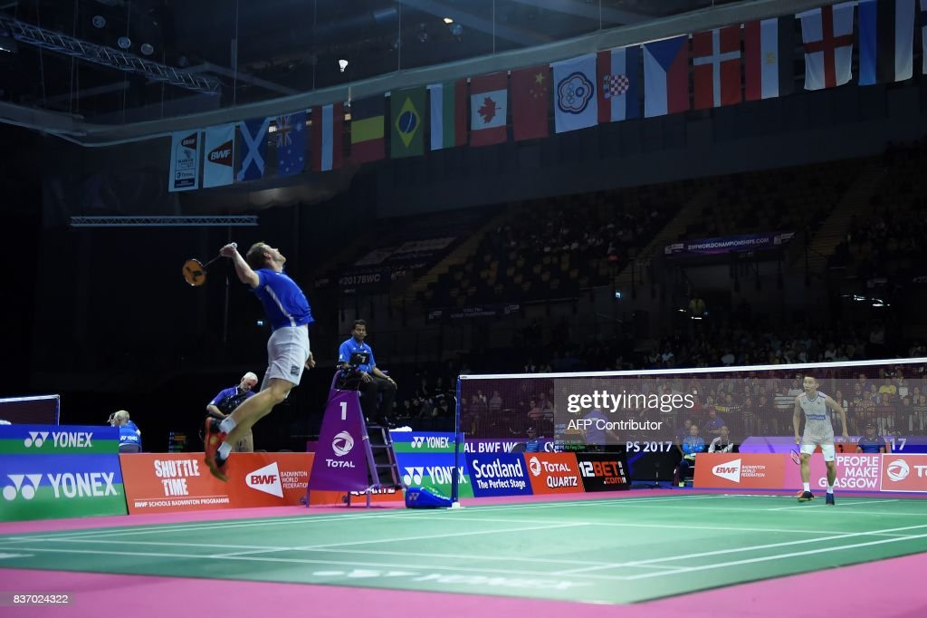 TOPSHOT - France's Brice Leverdez (L) returns against Malaysia's Lee Chong Wei (R) during their round one men's singles match during the 2017 BWF World Championships of badminton at Emirates Arena in Glasgow on August 22, 2017. Leverdez beat Chong 21-19, 22-24, 21-17. /