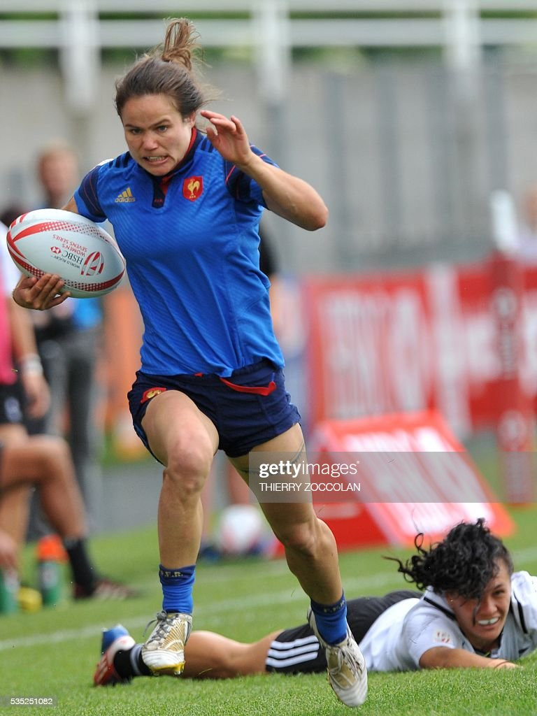 France's Camille Grassineau (L) runs with the ball during the HSBC World Rugby Women's Sevens Series match between New Zealand and France on May 29, 2016 at the Gabriel Montpied stadium in Clermont-Ferrand, central France.