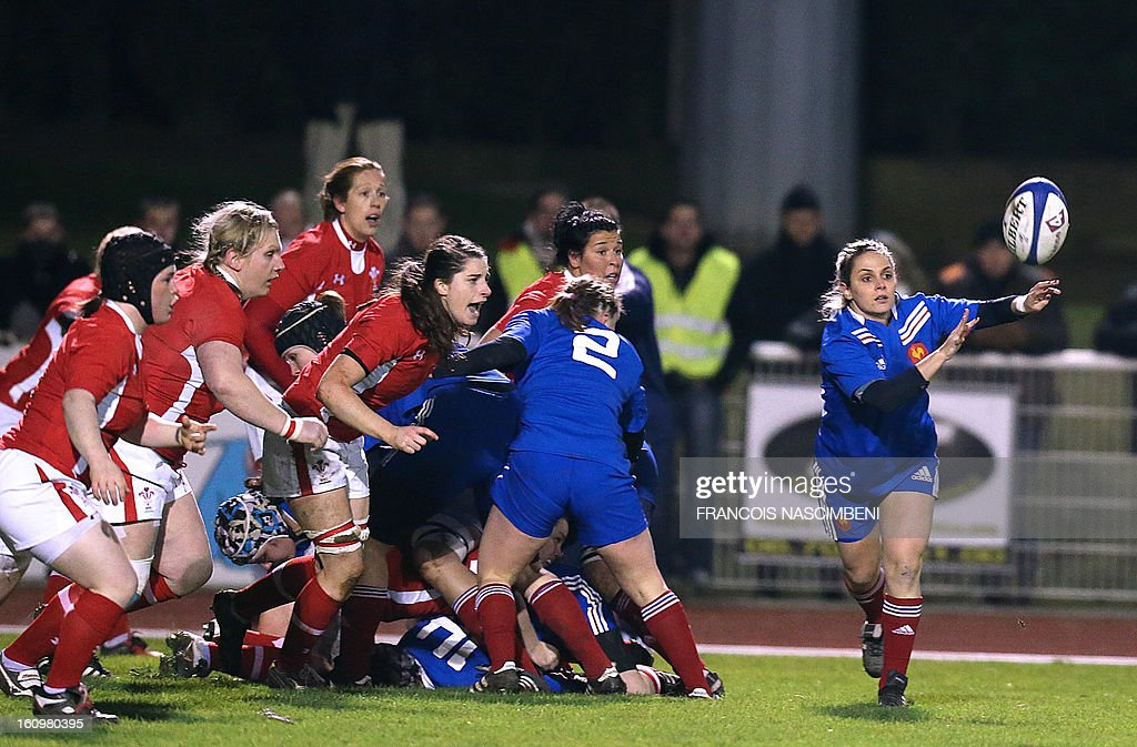 France's captain Marie-Alice Yahe (R) gives the ball during the Six Nations women Rugby Union match France vs Wales on February 8, 2013 in Laon, northern France.
