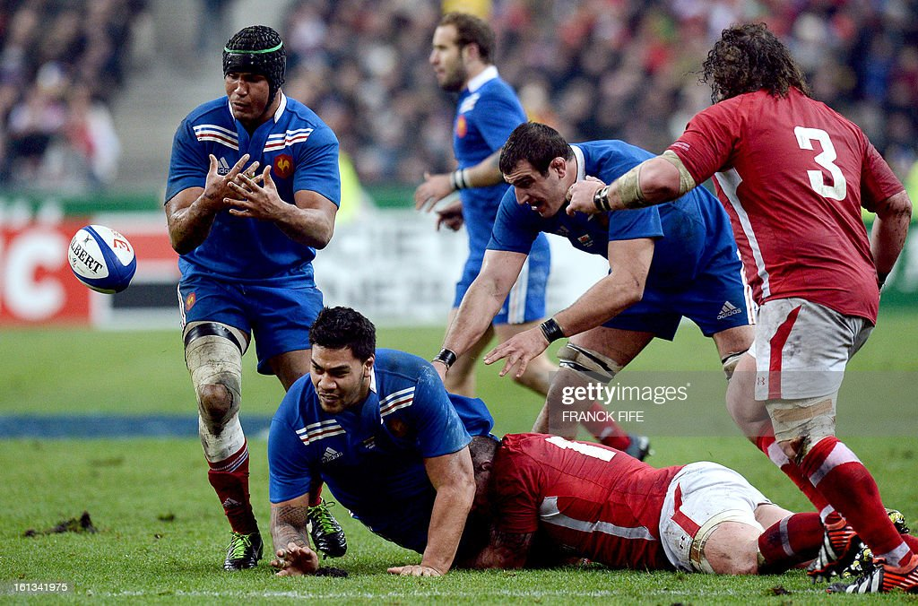 France's captain Thierry Dusautoir (L) and France's lock Romain Taofifenua (C) lose the ball during the Six Nations Rugby Union match between France and Wales at the Stade de France on February 9, 2013 in Saint-Denis, north of Paris. AFP PHOTO / FRANCK FIFE