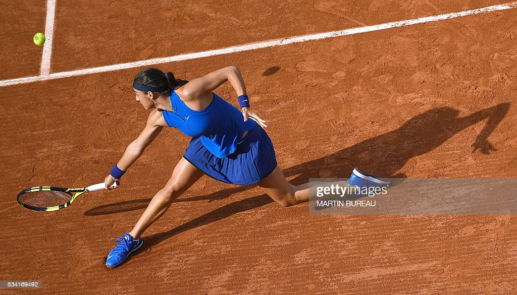 France's Caroline Garcia returns the ball to Poland's Agnieszka Radwanska during their women's second round match at the Roland Garros 2016 French Tennis Open in Paris on May 25, 2016. / AFP / MARTIN