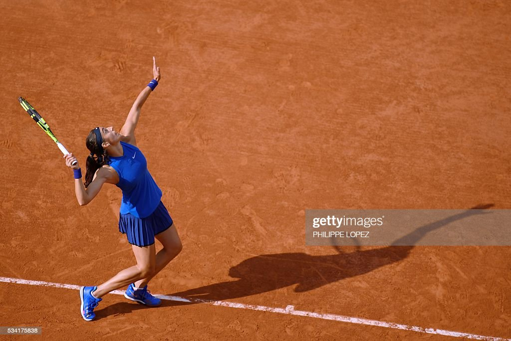 France's Caroline Garcia returns the ball to Poland's Agnieszka Radwanska during their women's second round match against at the Roland Garros 2016 French Tennis Open in Paris on May 25, 2016. / AFP / PHILIPPE