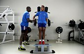 Frances center Wesley Fofana and Frances flanker Thierry Dusautoir take part in an indoor training session on November 3 2014 in Marcoussis south of...