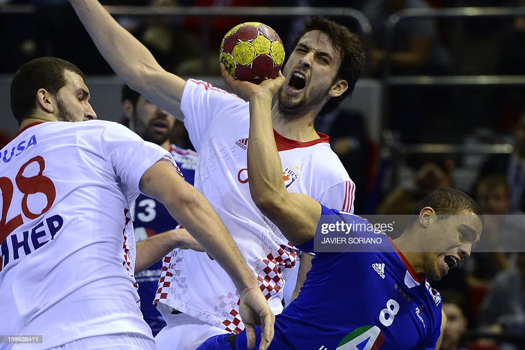 France's centre back Daniel Narcisse (L) shoots past Croatia's right back Marko Kopljar (C) and Croatia's pivot Zeljko Musa during the 23rd Men's Handball World Championships quarterfinal match France vs Croatia at the Pabellon Principe Felipe in Zaragoza on January 23, 2013. Croatia won 30-23.