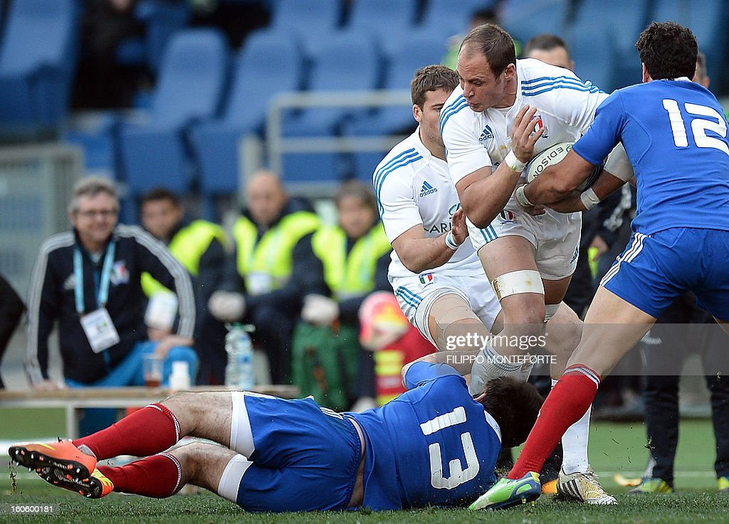 France's centre Florian Fritz (L) and France's centre Maxime Mermoz vie with Italy's N°8 and captain Sergio Parisse (C) during their Six Nations international rugby union match in Rome's Olimpic Stadium on February 3, 2013. Italy defeated France 23-18.