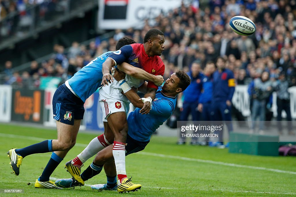 France's centre Jonathan Danty (C) is tackled during the Six Nations international rugby union match between France and Italy at the Stade de France in Saint-Denis, north of Paris, on February 6, 2016. AFP PHOTO / THOMAS SAMSON / AFP / THOMAS SAMSON