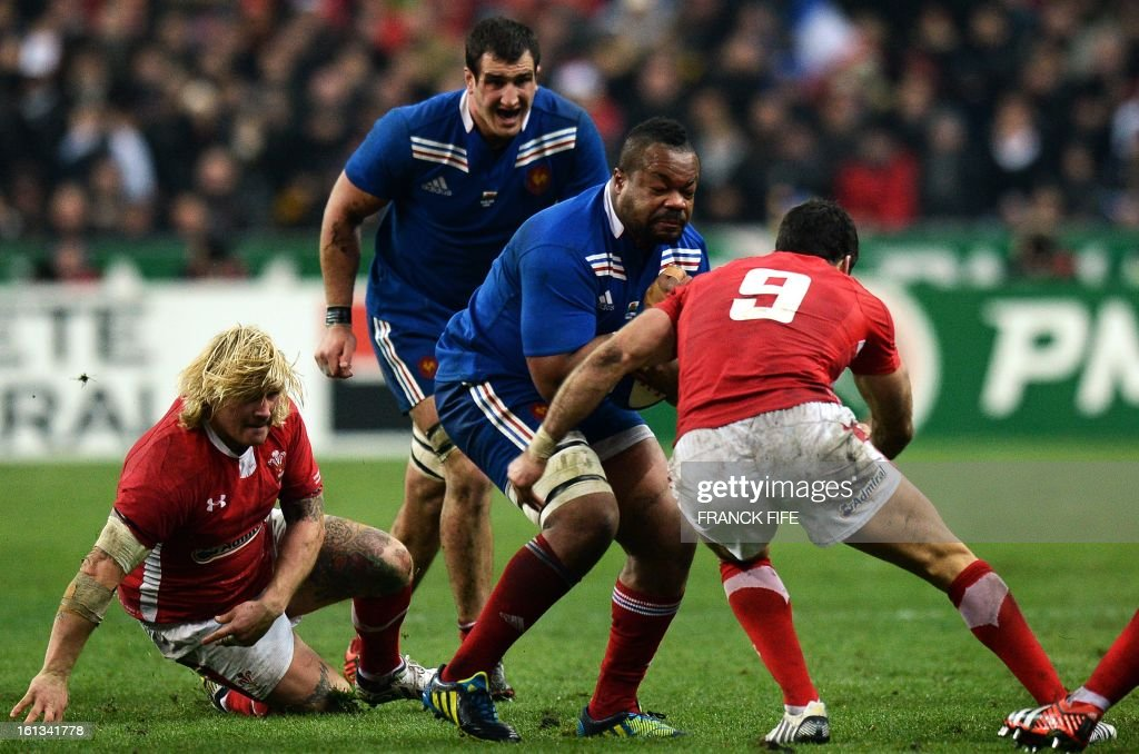 France's centre Mathieu Bastareaud (C) vies with Wale's scrum half Mike Phillips (R) during the Six Nations Rugby Union match between France and Wales at the Stade de France on February 9, 2013 in Saint-Denis, north of Paris. AFP PHOTO / FRANCK FIFE
