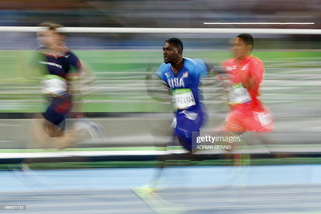 TOPSHOT - (L-R) France's Christophe Lemaitre, USA's Justin Gatlin and Japan's Aska Cambridge compete in the Men's 100m Semifinal during the athletics event at the Rio 2016 Olympic Games at the Olympic Stadium in Rio de Janeiro on August 14, 2016. / AFP / Adrian DENNIS