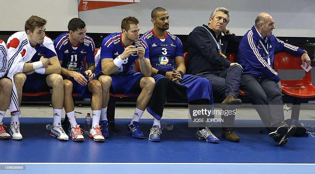 France's coach Claude Onesta (2ndR) and his players react on the bench during the 23rd Men's Handball World Championships quarterfinal match France vs Croatia at the Pabellon Principe Felipe in Zaragoza on January 23, 2013. Croatia won 30-24.