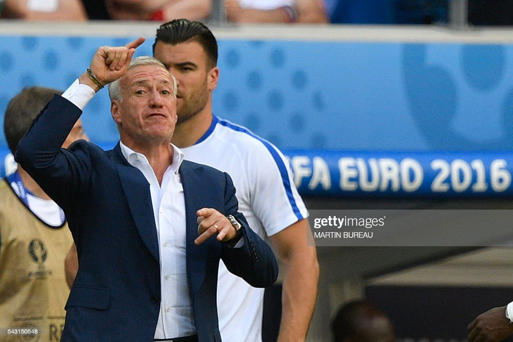 France's coach Didier Deschamps gestures during Euro 2016 round of 16 football match between France and Republic of Ireland at the Parc Olympique Lyonnais stadium in Décines-Charpieu, near Lyon, on June 26, 2016. / AFP / MARTIN