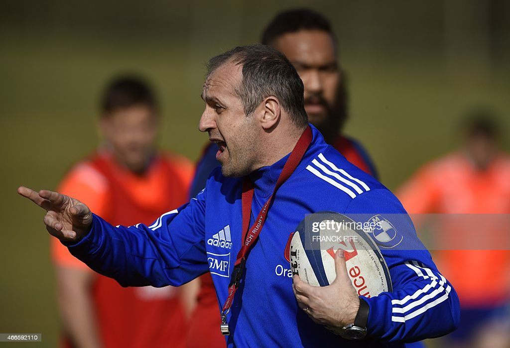 France's coach <a gi-track='captionPersonalityLinkClicked' href=/galleries/search?phrase=Philippe+Saint-Andre&family=editorial&specificpeople=2172154 ng-click='$event.stopPropagation()'>Philippe Saint-Andre</a> speaks to players during a training session in Marcoussis, south of Paris, on March 17, 2015 ahead of the Six Nations rugby union match between France and England. AFP PHOTO / FRANCK FIFE