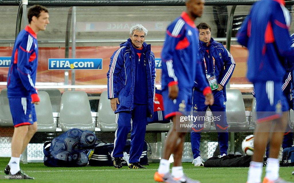 France's coach Raymond Domenech (2nd L) smiles during a training session at the Peter Mokaba stadium in Polokwane, on June 16, 2010. France will play against Mexico in their second first-round match of the 2010 Football World Cup on June 17.