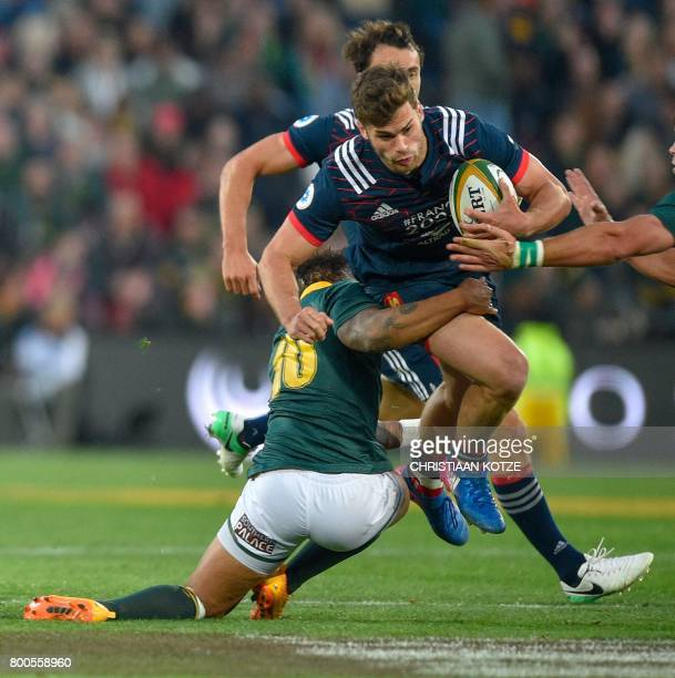 France's Damien Penaud vies with South Africa's Elton Jantjies during the Castle Lager Incoming Series rugby match South Africa versus France at...