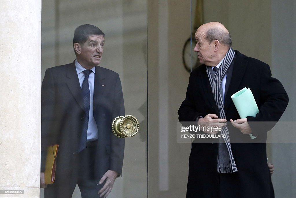 France's Defence Minister Jean-Yves Le Drian speaks with French president's military chief of staff Benoit Puga as he leaves the Elysee presidential Palace on January 18, 2013 in Paris after attending a fifth Defence Council since French forces back the Malian army against Islamist rebels. AFP PHOTO / KENZO TRIBOUILLARD