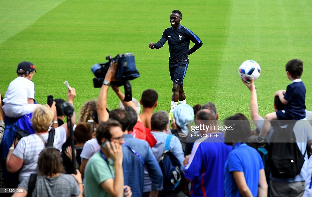 France's defender Bacary Sagna (C) reacts before a training session in Clairefontaine-en-Yvelines, southwest of Paris, on June 29, 2016, during the Euro 2016 football tournament. / AFP / FRANCK