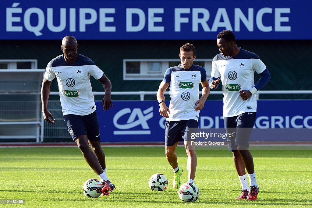 France's defender Eliaquim Mangala (L), Yohan Cabaye (C) and the goalkeeper Steve Mandanda(R) during a training session at the French national football team centre in Clairefontaine-en-Yvelines, on September 1, 2014 in Clairefontaine, France. The first day of their training ahead before the friendly football match against Spain team.