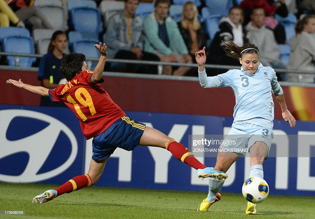 France's defender Laure Boulleau and Spain's forward Erika Vazquez vie for the ball during the UEFA Women's European Championship Euro 2013 group C...