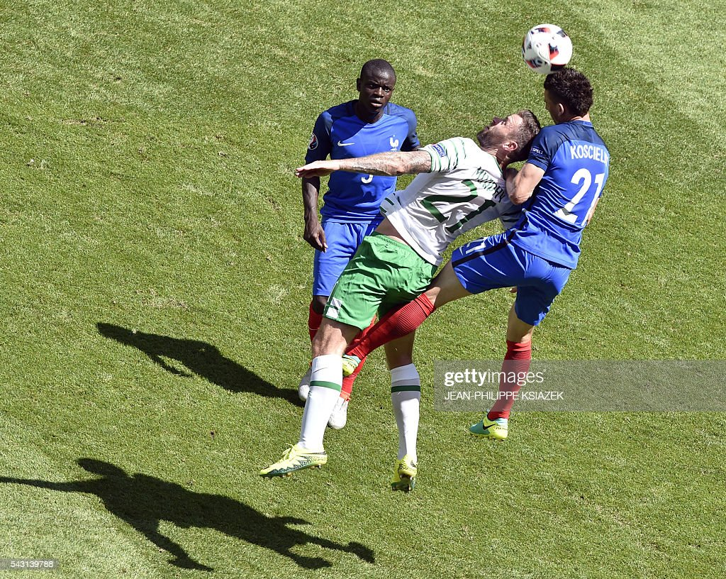 France's defender Laurent Koscielny (R) and Ireland's forward Daryl Murphy (C) vie for the ball during the Euro 2016 round of 16 football match between France and Republic of Ireland at the Parc Olympique Lyonnais stadium in Décines-Charpieu, near Lyon, on June 26, 2016. / AFP / JEAN