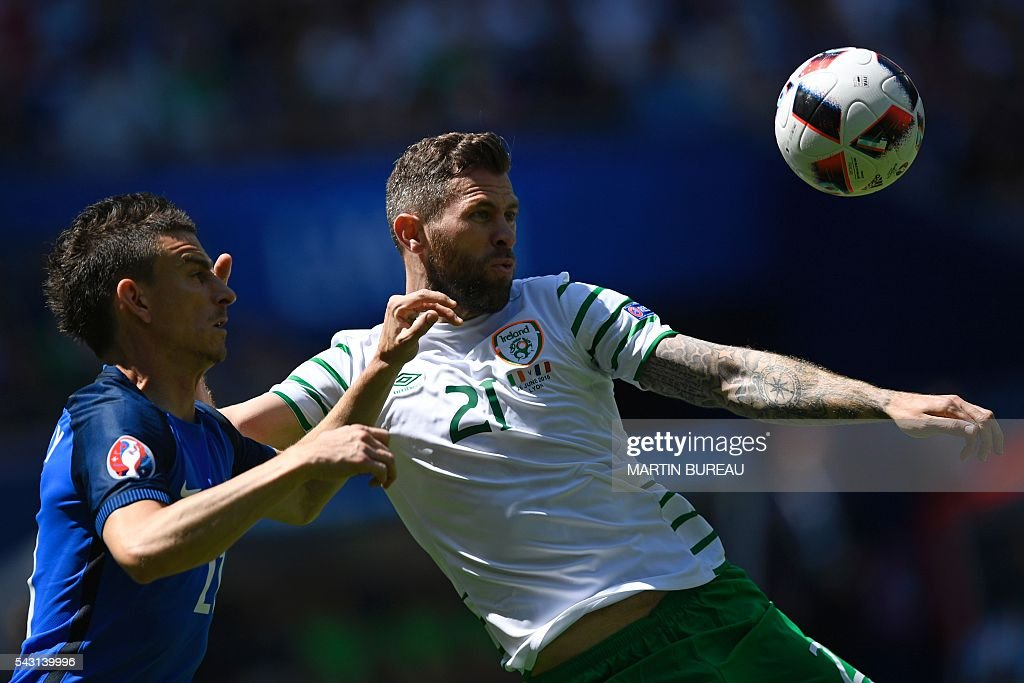 France's defender Laurent Koscielny (L) and Ireland's forward Daryl Murphy vie for the ball during the Euro 2016 round of 16 football match between France and Republic of Ireland at the Parc Olympique Lyonnais stadium in Décines-Charpieu, near Lyon, on June 26, 2016. / AFP / MARTIN