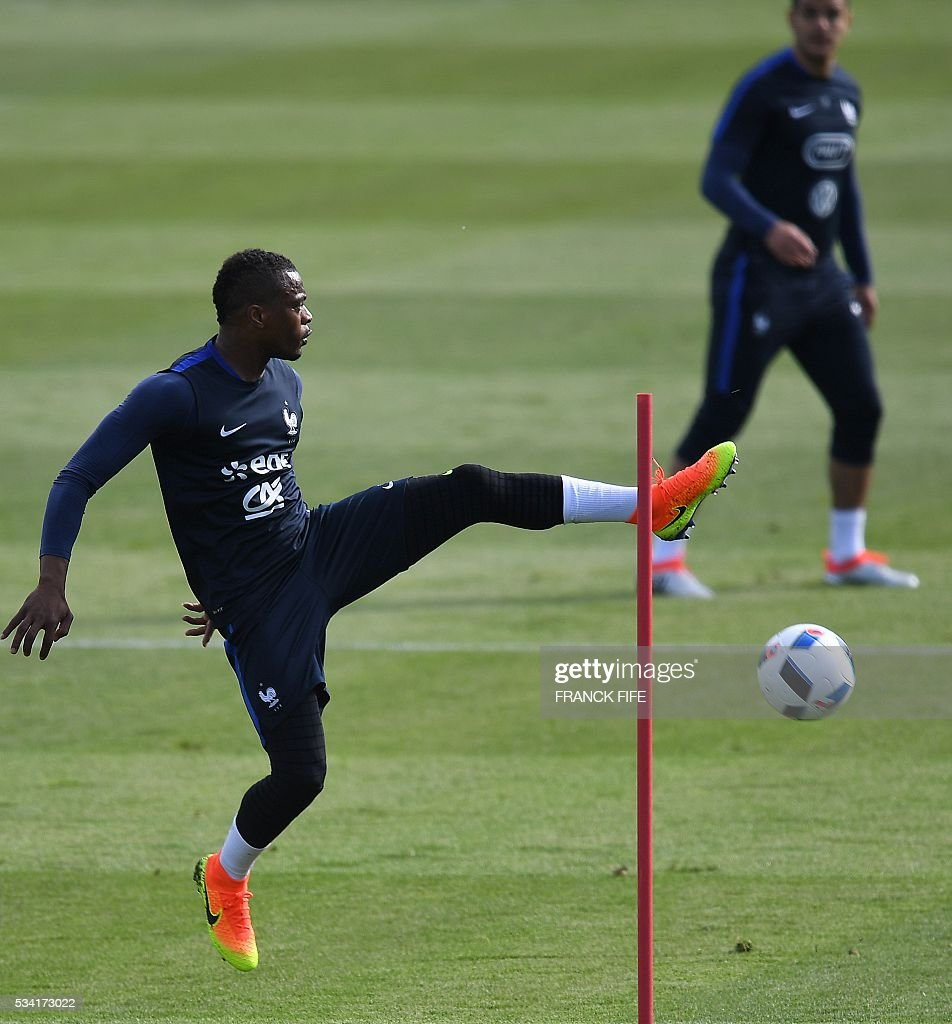 France's defender Patrice Evra controls the ball during a training session in Clairefontaine as part of the team's preparation for the upcoming Euro 2016 European football championships, on May 25, 2016. / AFP / FRANCK