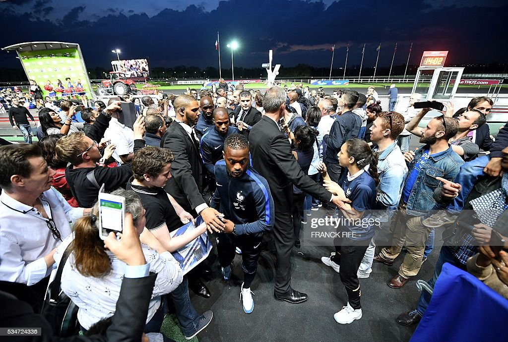 France's defender Patrice Evra (C) walks towards the stage at Vincennes racetrack, on May 27, 2016 in Vincennes, on the sideline of the team's preparation for the friendly football match France vs Cameroun as part of the team's preparation for the upcoming Euro 2016 European football championships. / AFP / FRANCK