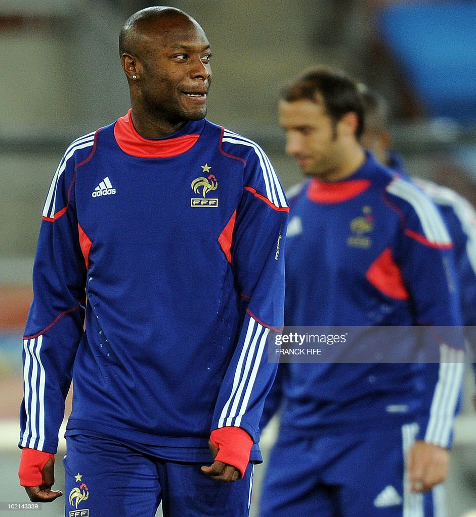 France's defender William Gallas grimaces during a training session at Peter Mokaba stadium in Polokwane on June 16, 2010. France will play against Mexico in their second first-round 2010 World Cup football match on June 17.