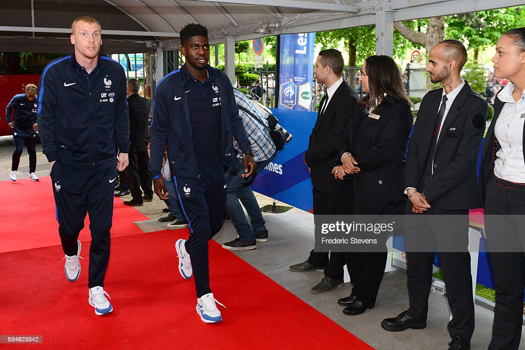 France's defenders <a gi-track='captionPersonalityLinkClicked' href=/galleries/search?phrase=Jeremy+Mathieu&family=editorial&specificpeople=784387 ng-click='$event.stopPropagation()'>Jeremy Mathieu</a> (L) and <a gi-track='captionPersonalityLinkClicked' href=/galleries/search?phrase=Samuel+Umtiti&family=editorial&specificpeople=7123899 ng-click='$event.stopPropagation()'>Samuel Umtiti</a> (R) arrive at Vincennes racetrack ahead of the Euro 2016 European football championships on May 27, 2016 in Vincennes, France.