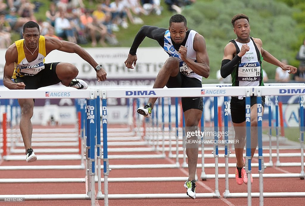 France's Dimitri Bacou (C), Wilhem Belocian (L) and Ludovic Payen (R) run the men's 110 m hurdles series during the men's Pole Vault Final at the French Athletics Elite championships on June 26, 2016 at the Lac de Maine stadium in Angers, western France. / AFP / JEAN