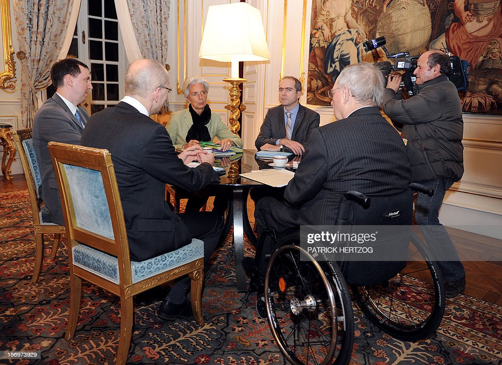 France's Economy minister Christine Lagarde (C) meets her German counterpart Wolfgang Schaeuble (2ndR) at the Bas-Rhin prefecture in Strasbourg, eastern France, on January 7, 2010.