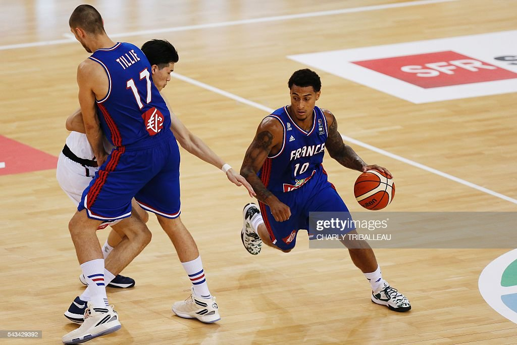 France's Edwin Jackson runs with the ball during the basketball match between France and Japan at the Kindarena hall in Rouen on June 28, 2016. / AFP / CHARLY