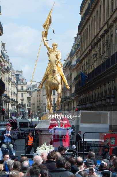 France's farright political party Front National founder JeanMarie Le Pen honors Jeanne d'Arc 'The Maid of Orléans' during a speech on May 1 2017 in...