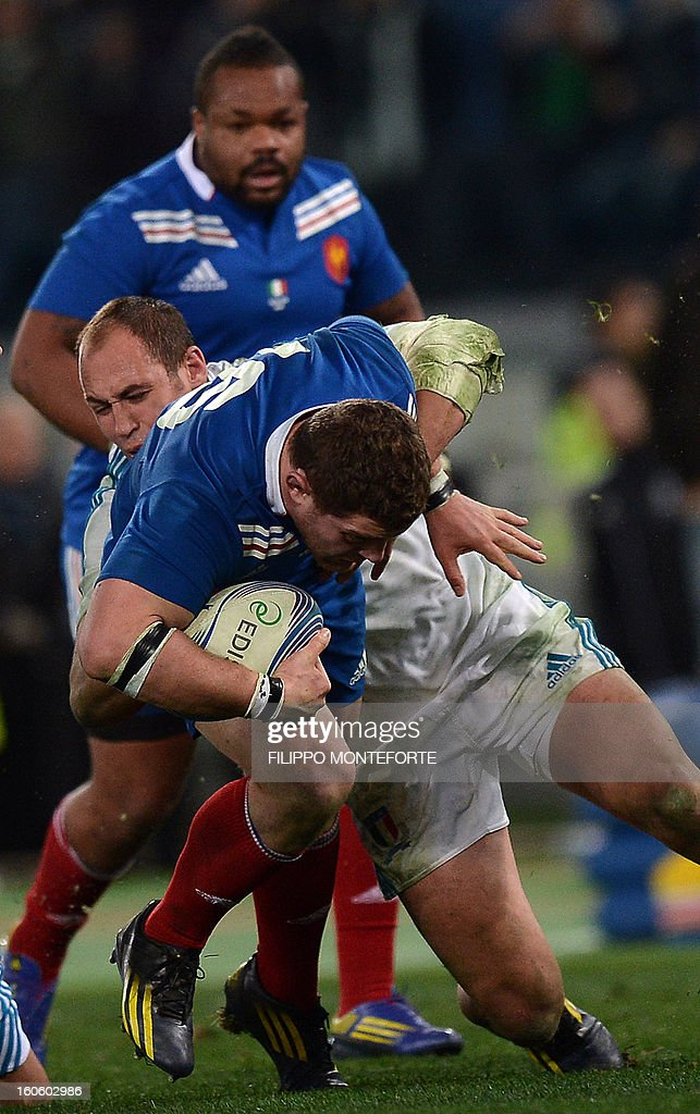 France's flanker Thierry Dusautoir (R) vies with Italy's N°8 and captain Sergio Parisse during the Six Nations international rugby union match Italy vs France in Rome's Olimpic Stadium on February 3, 2013. Italy defeated France 23-18.
