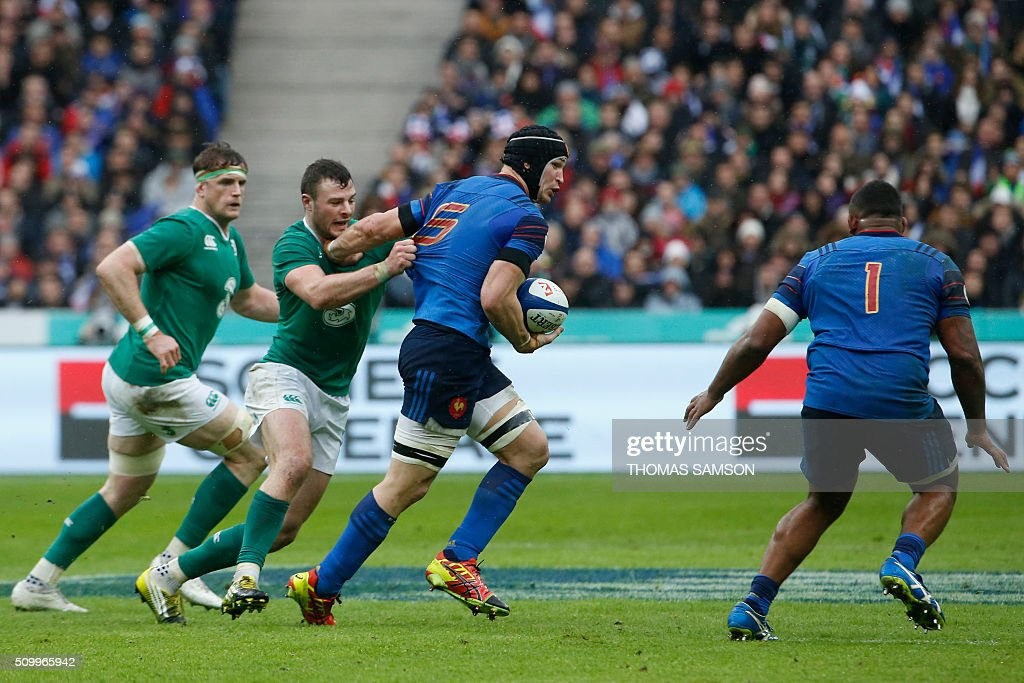 France's flanker Wenceslas Lauret (C) is tackled by Ireland's fullback Robbie Henshaw during the Six Nations international rugby union match between France and Ireland at the Stade de France Stadium in Saint-Denis, north of Paris, on February 13, 2016. AFP PHOTO / THOMAS SAMSON / AFP / THOMAS SAMSON