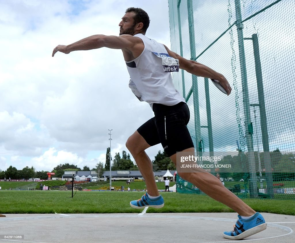 France's Florian Geffrouais competes in the discus throw during French Athletics Elite championships on June 25, 2016 at 'Lac de Maine' stadium in Angers, western France. / AFP / JEAN
