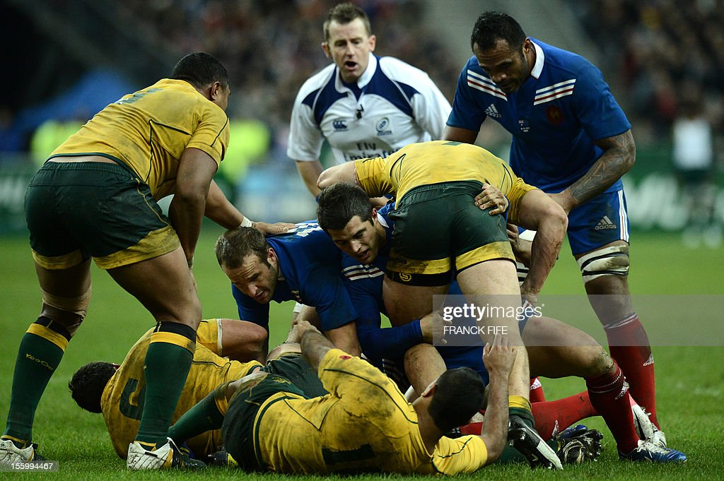 France's fly half Frederic Michalak (C-L), France's full back Brice Dulin (C) and France's lock Jocelino Suta (R) fight for the ball during the rugby union test match France vs Australia at the Stade de France on November 10, 2012 in Saint-Denis, north of Paris. France won 33-6.