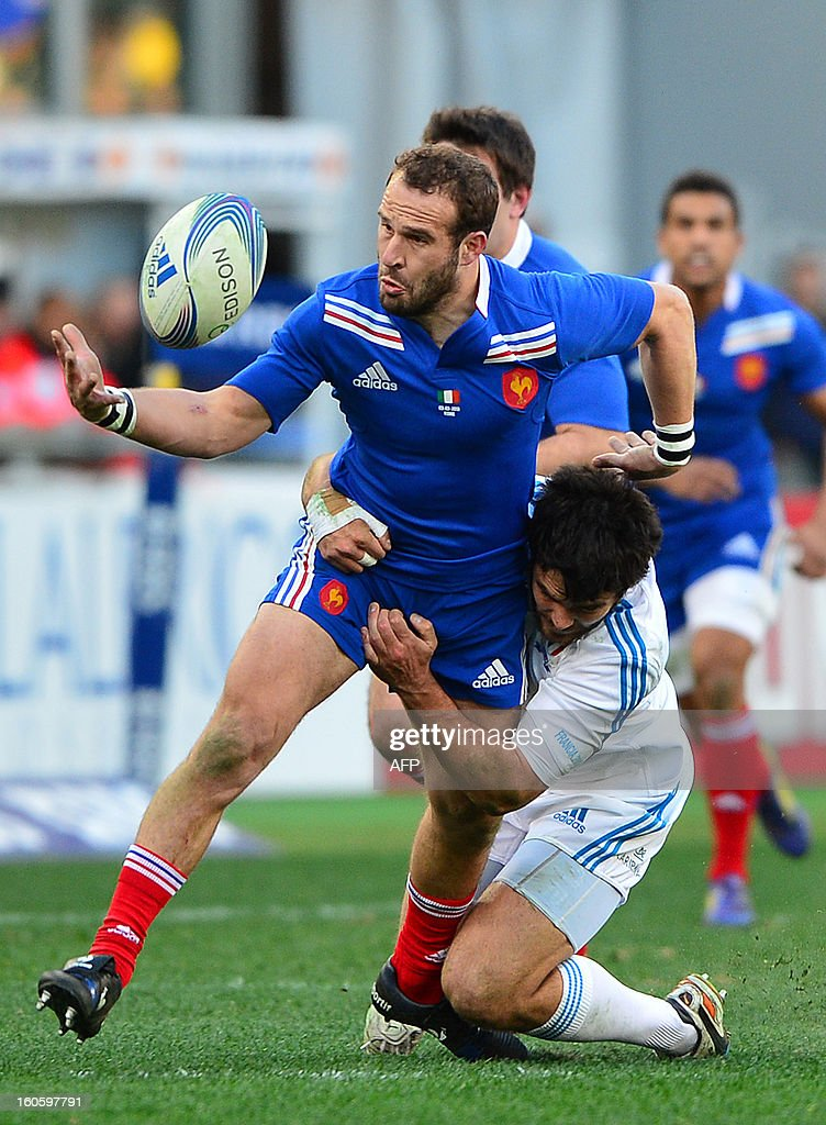France's fly-half Frederic Michalak is tackled by Italy's winger Luke McLean (L) during the Six Nations International Rugby Union match between Italy and France at the Olympic Stadium in Rome on February 3, 2013.