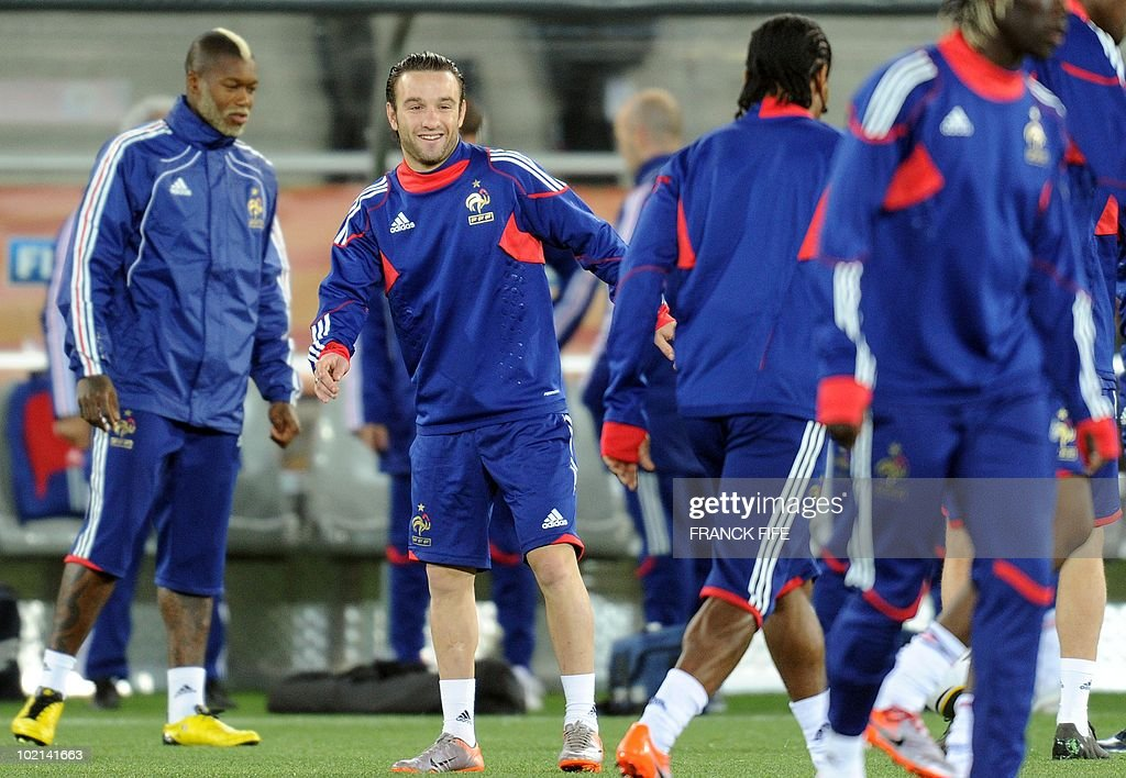 France's football national team's forward Mathieu Valbuena (2nd L) jokes with a team members during a training session at the Peter Mokaba stadium in Polokwane, on June 16, 2010. France will play against Mexico in their second first-round match of the 2010 Football World Cup on June 17.