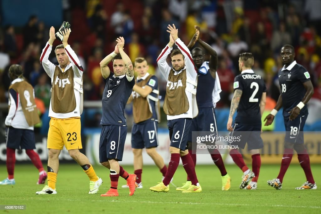 France's footballers claps at the end of the Group E football match against Honduras at the Beira-Rio Stadium in Porto Alegre during the 2014 FIFA World Cup on June 15, 2014. AFP PHOTO / RODRIGO BUENDIA