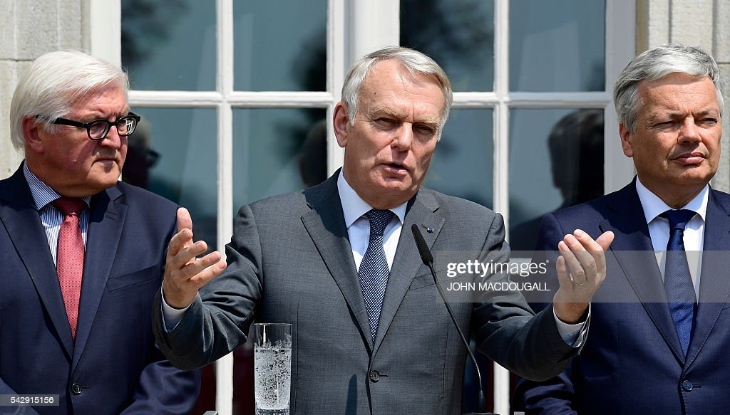 France's Foreign minister Jean-Marc Ayrault (C) speaks flanked by Germany's Foreign minister Frank-Walter Steinmeier (L) and Belgium's Foreign minister Didier Reynders at a press conference after talks at the Villa Borsig in Berlin on June 25, 2016. The EU's founding states said they want Britain to begin leaving the union 'as soon as possible', as France urged a new British prime minister to take office quickly. / AFP / John MACDOUGALL