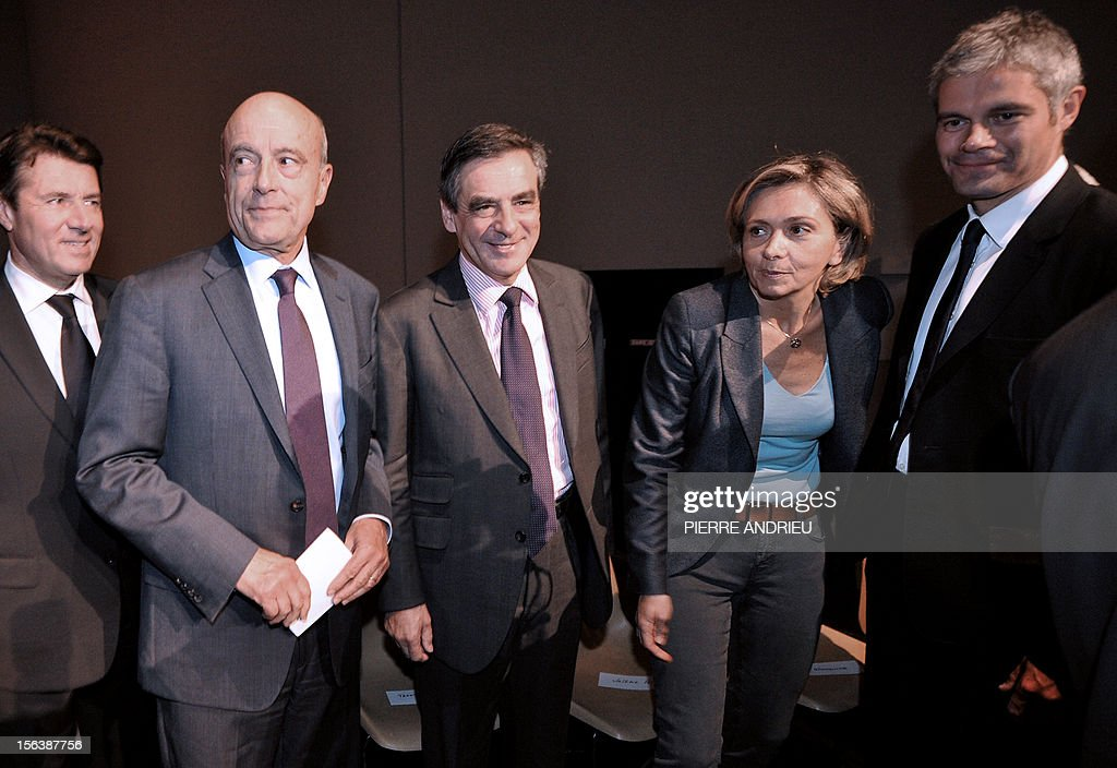 France's former Prime Minister Francois Fillon (C) poses with former French UMP ministers (from L) Christian Estrosi, the mayor of Bordeaux, Alain Juppe, Valerie Pecresse and Laurent Wauquiez, on November 14, 2012 in Gradignan near Bordeaux, in southwestern France, prior to attend a public meeting as part of his campaign to take over the leadership of France's main right-wing opposition UMP party next November 18.