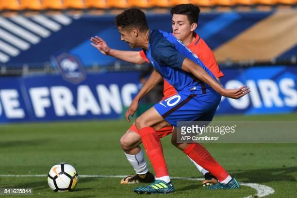 France's forward Amine Harit vies for the ball with Chile's forward Pablo Mauricio Aranguiz Salazar during the friendly under21 football match...