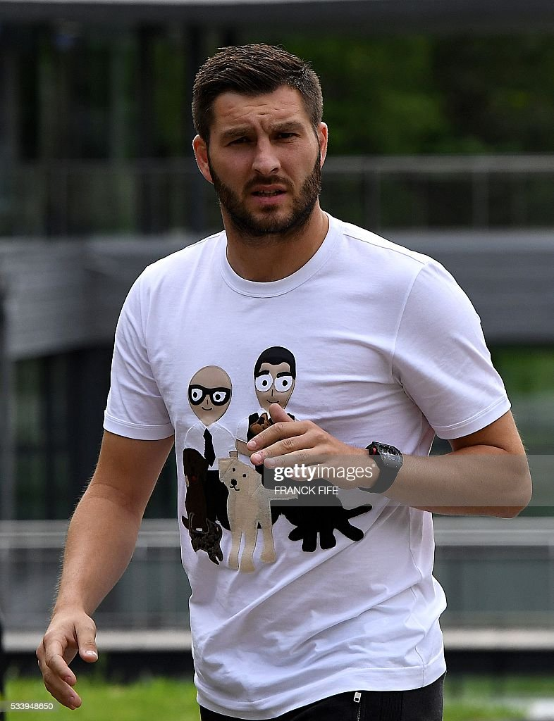 France's forward Andre-Pierre Gignac arrives at the French national football team training base in Clairefontaine on May 24, 2016, as part of the team's preparation for the upcoming Euro 2016 European football championships. / AFP / FRANCK