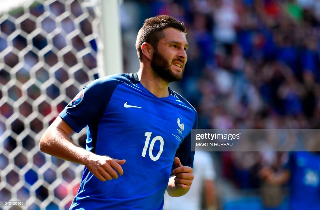 France's forward Andre-Pierre Gignac reacts during Euro 2016 round of 16 football match between France and Republic of Ireland at the Parc Olympique Lyonnais stadium in Décines-Charpieu, near Lyon, on June 26, 2016. / AFP / MARTIN