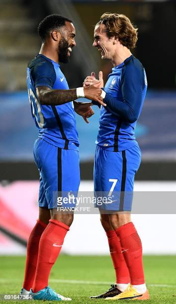 ¿Cuánto mide Alexandre Lacazette? - Real height Frances-forward-antoine-griezmann-celebrates-his-goal-with-frances-picture-id691647364?s=612x612