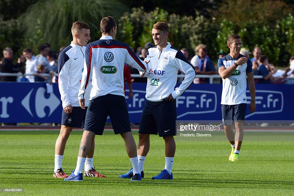France's forward <a gi-track='captionPersonalityLinkClicked' href=/galleries/search?phrase=Antoine+Griezmann&family=editorial&specificpeople=7197539 ng-click='$event.stopPropagation()'>Antoine Griezmann</a>(C) during a training session at the French national football team centre in Clairefontaine-en-Yvelines, on September 1, 2014 in Clairefontaine, France. The first day of their training ahead before the friendly football match against Spain team.