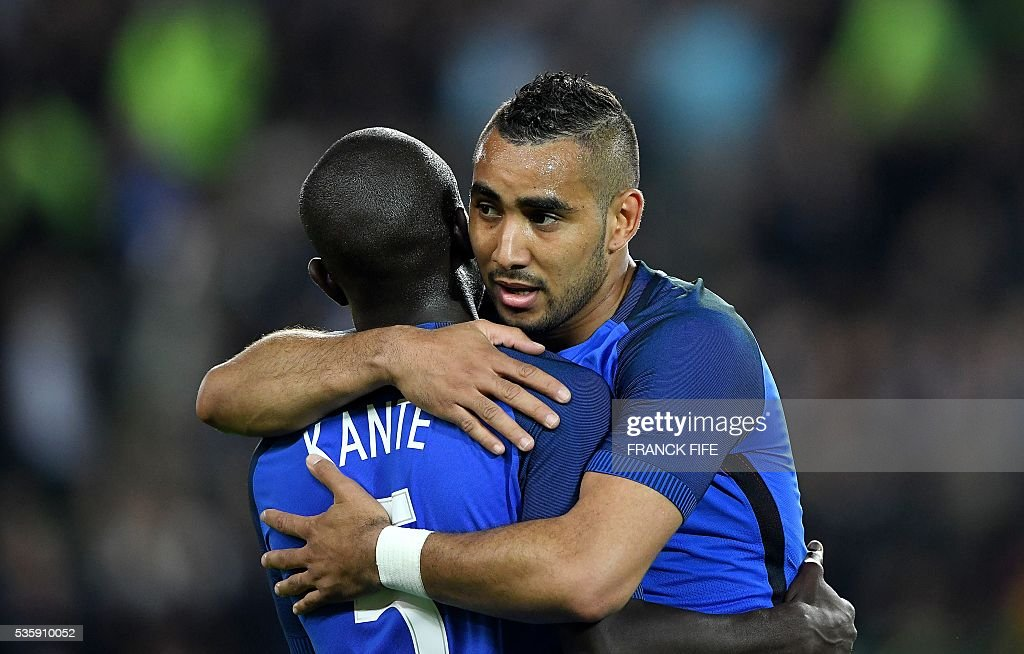 France's forward Dimitri Payet (R) and France's midfielder N'Golo Kante react after winning the friendly football match between France and Cameroon, at the Beaujoire Stadium in Nantes, western France, on May 30, 2016. / AFP / FRANCK